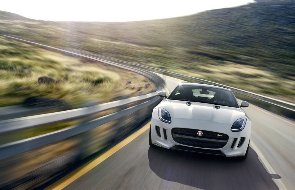 Jag_F-TYPE_R_Coup__Polaris_Image_201113_05_LowRes