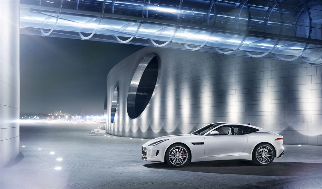Jag_F-TYPE_R_Coup__Polaris_Image_201113_13_LowRes