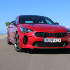 Hold på hat og briller, Kia Stinger
